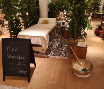 Installation pour la pratique des minis massages sonore méthode Peter Hess au Bon Marché